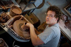 براندون شوارتز - صناعة الفخار والتصوير والتصميم والتعليم